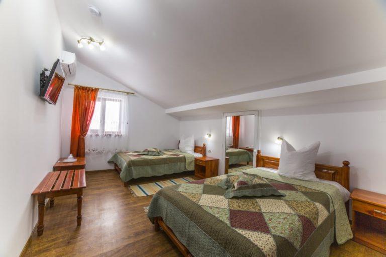 pensiunea-palaghia-dormitor-paturi-twin-1